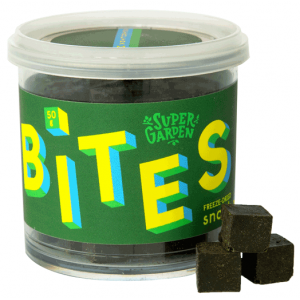 Freeze dried spirulina-raspberry snack BITES